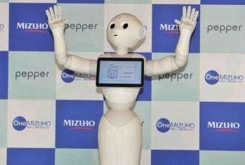 みずほ銀行の新入行員はなんとPepper(ペッパー)!銀行界初、Pepperをコンシェルジュとして採用