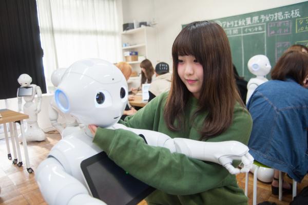 バンタン、「ファッション×IT」をテーマに、高校生がロボットのある未来の日常を表現する『Pepperプロジェクト』が始動!