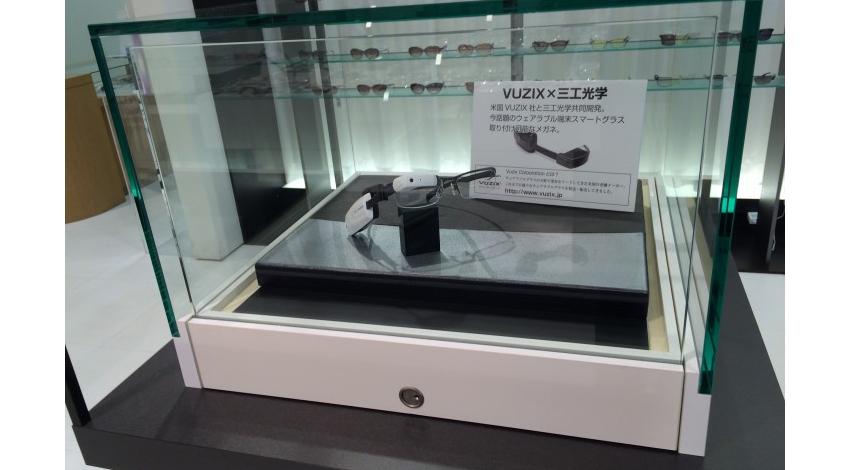 Vuzix、M100スマートグラスが装着可能な日本人向けのメガネフレームを三工光学と共同開発