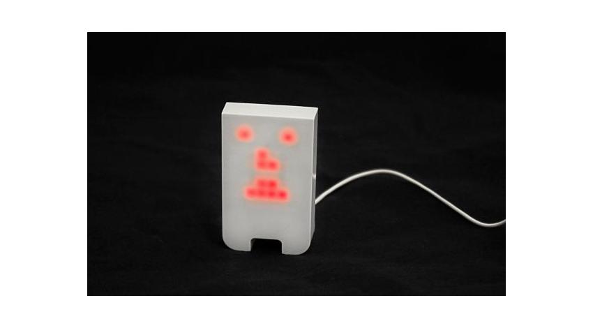 何も語らない。音に合わせて表情が変化するだけの癒し系ロボット「TENGU」